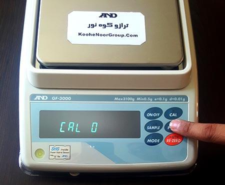 سپس دکمه پرینت را یک بار فشار می دهیم و صبر می کنیم تا یک عدد روی صفحه نمایش ترازو بیاید.