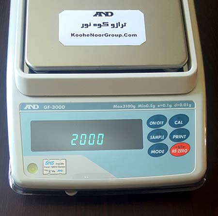 در این مرحله هر مدل ترازو یک عدد را نشان می دهد که باید همان میزان سنگ دقیق استیل بر روی ترازو گذاشته شود. برای مثال در این مدل ترازو GF3000 , ترازو از ما 2000 گرم می خواهد.